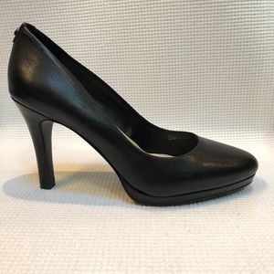 Tahari Gallery Black Leather & Patent Pumps